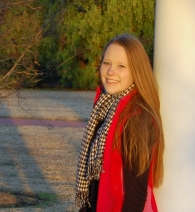 Laurenleaning on pole